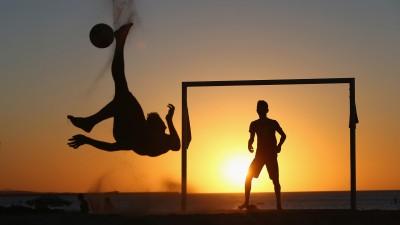 Futbol en la playa. Chilena. Toni Matas Barceló