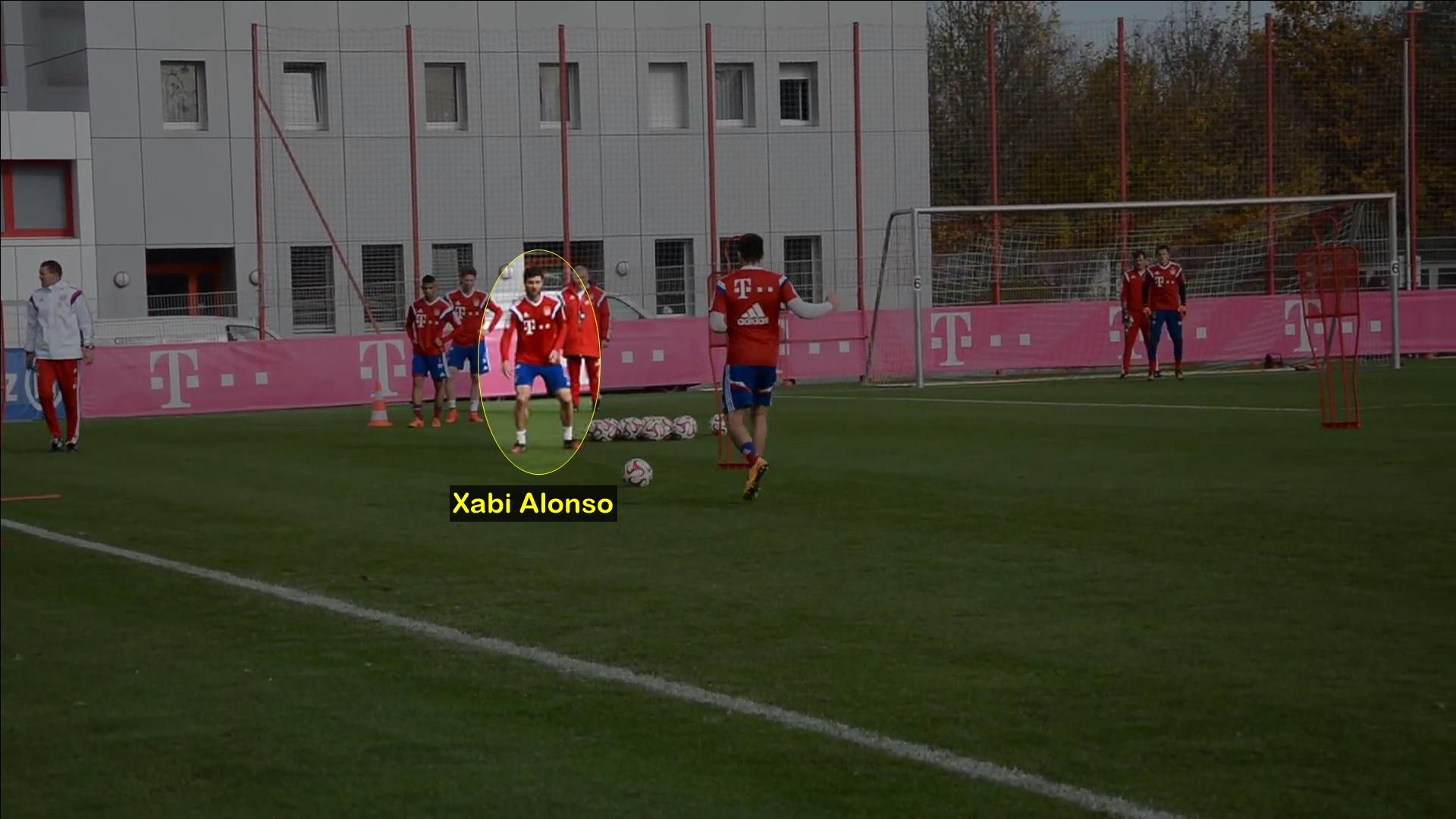 Xabi Alonso entrenando en un circuito en el Bayern Munich