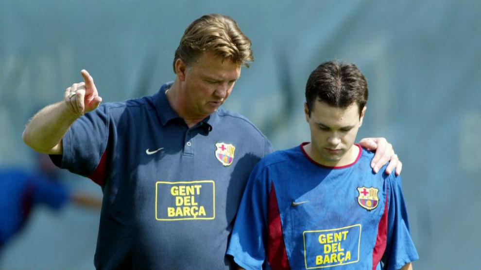 Louis Van Gaal y Andrés Iniesta en el FC Barcelona