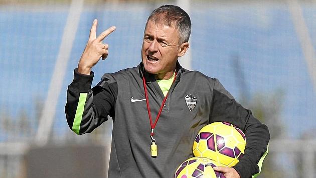 Lucas Alcaraz. Entrenador de fútbol.